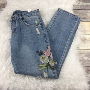 db9b8be8705 Zara Jeans - Zara clad & cloth embroidered floral jeans